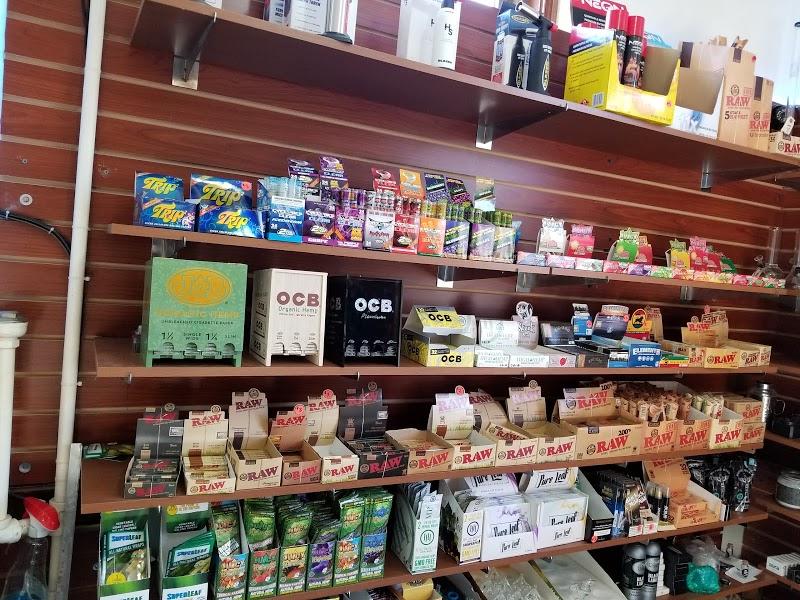 La Tia Smoke Shop | Headshop in East Boston, Massachusetts