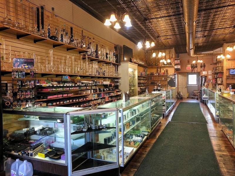 The Smoker's Den | Headshop in Bloomington, Illinois